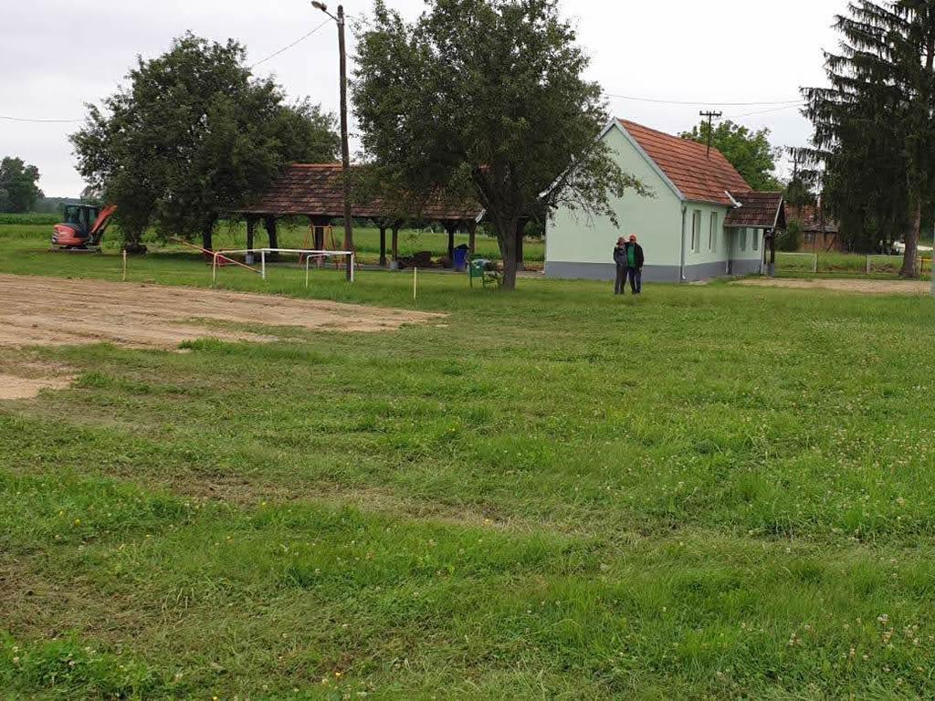 Uređenje okoliša škole i škole na Kladavcu